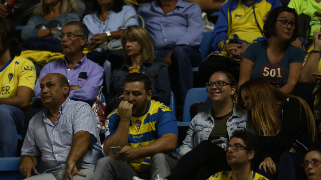 Los aficionados sufrieron mucho durante el partido.