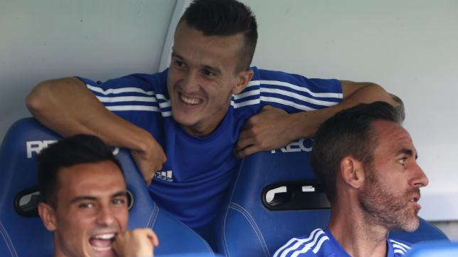 Abel, en el banquillo junto a Alvarito y Salvi, poco antes del inicio del partido de Copa ante el Levante.