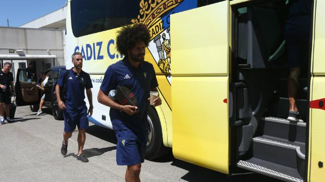 Aridane y Abel, antes de un deesplazmaiento en autobús.
