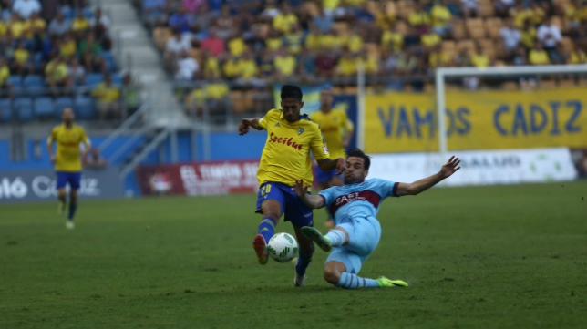 Nico Hidalgo en un lance del partido del Cádiz CF ante el Levante en Copa del Rey