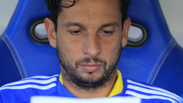 Mantecón lee las alineaciones de Cádiz CF y Getafe el primer día que salió del once en Liga.