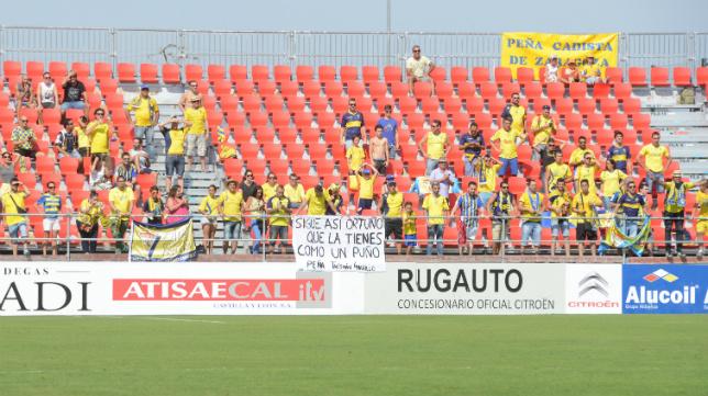 Muchos cadistas acudieron a ver al equipo amarillo en Anduva.