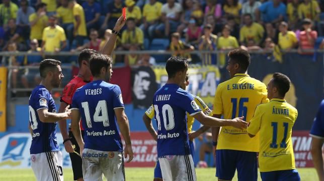 Eddy Silvestre, expulsado ante el Real Oviedo.