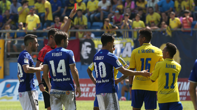 Eddy Silvestre es expulsado ante el Oviedo