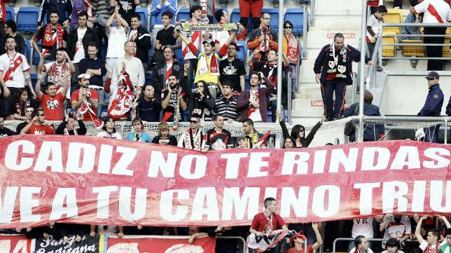 La afición del Rayo en un partido en Carranza ante el Cádiz CF
