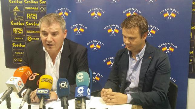 Manuel Vizcaíno, junto al representante de Spagnolo, Israel Lamparero.