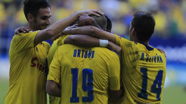 Ortuño celebra uno de sus goles con el Cádiz CF ante el Getafe