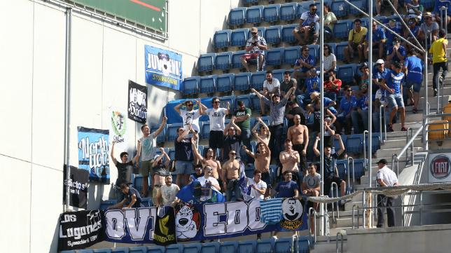 Los aficionados del Real Oviedo, en el Ramón de Carranza.
