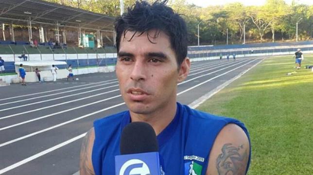 Paolo Suárez juega en la liga salvadoreño.