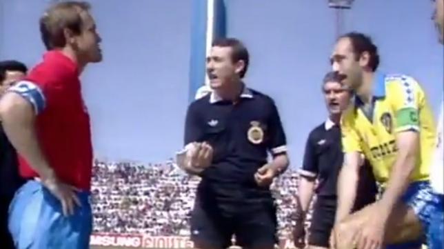 Pardeza, Pérez Sánchez y Carmelo en el sorteo de campos antes del partido