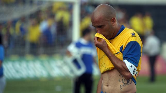 Raúl López abatido, la última imagen de un Cádiz CF-Numancia.