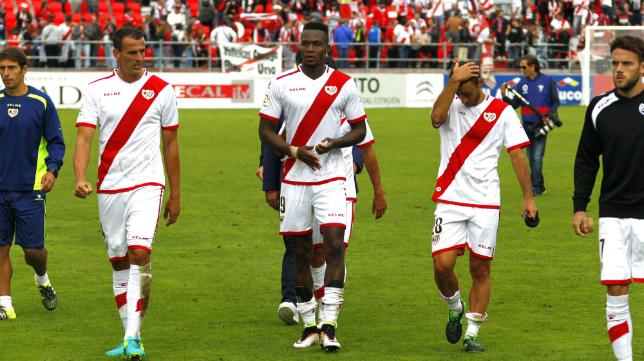 Los futbolistas del Rayo Vallecano pasan por una delicada situación.