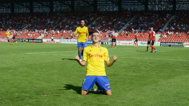 Salvi celebra su gol en Miranda de Ebro.