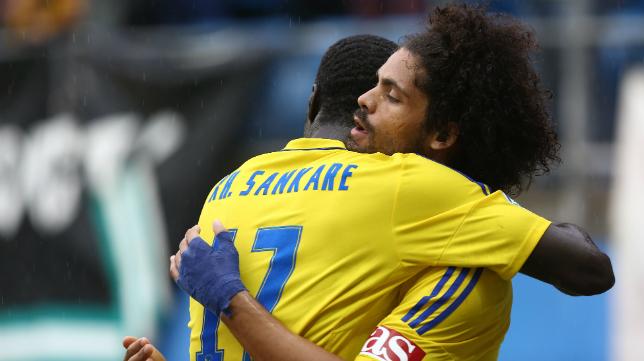 Aridane se abraza a Sankaré en Carranza