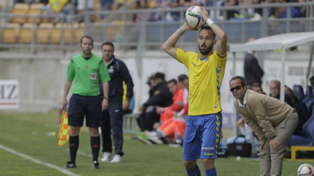 Cervera observa Andrés Sánchez, último partido del murciano con el Cádiz CF, en el encuentro ante el UCAM.