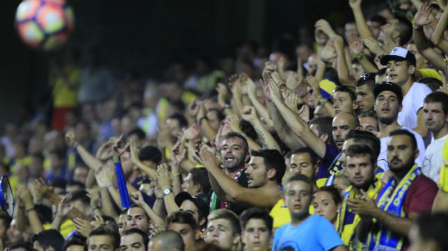 Las gradas de Carranza, de las más pobladas del fútbol europeo.