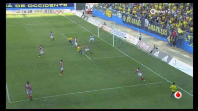 Imagen de televisión de la mano de Aday en el centro de Álvaro García