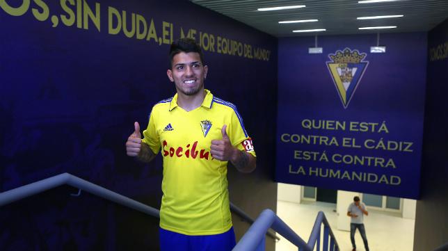 Gastón del Castillo, el día que fue presentado como jugador del Cádiz CF, entra en la lista de 19