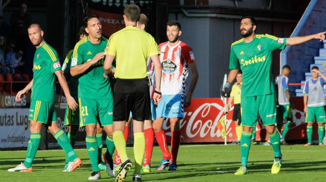 Los futbolistas del Cádiz, en el partido del Anxo Carro de Lugo.