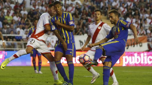 El Cádiz CF sólo aguantó cinco minutos en Vallecas la temporada pasada.