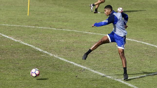 Eddy Silvestre, en un entrenamiento en El Rosal.