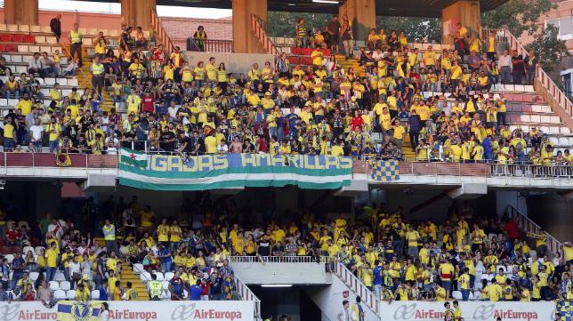 La afición del Cádiz CF en las gradas de Vallecas