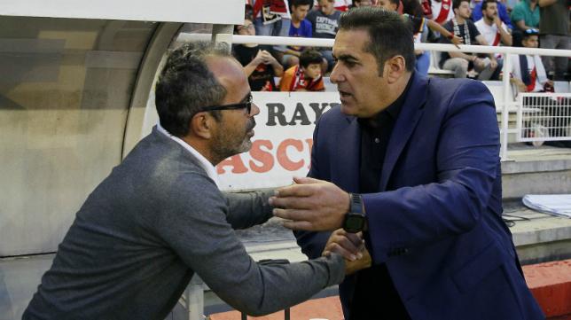 Sandoval, nuevo entrenador del Córdoba, junto a Cervera en un Rayo-Cádiz CF.