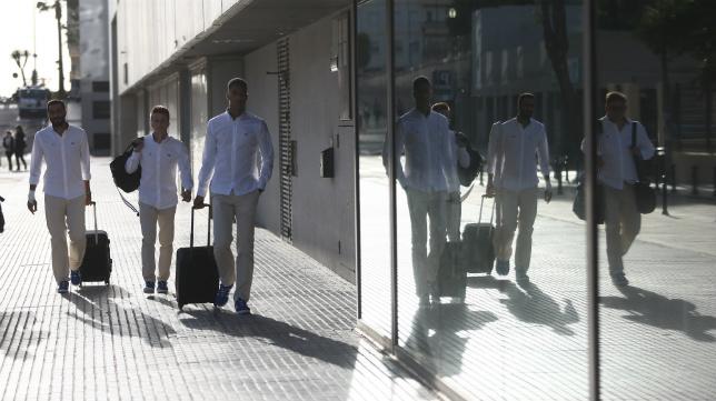 Los futbolistas han tomado el autobús en Carranza y hoy dormirán en La Coruña.