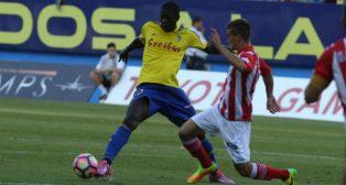 Sankaré disputa un balón ante un rival del Girona