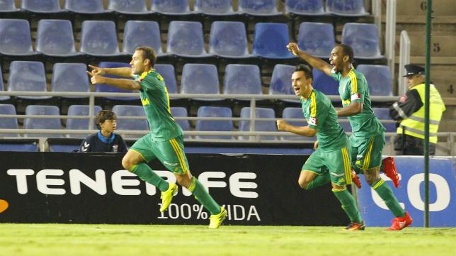 Un futbolista del banquillo le daba al Cádiz CF el punto que merecía en Tenerife.