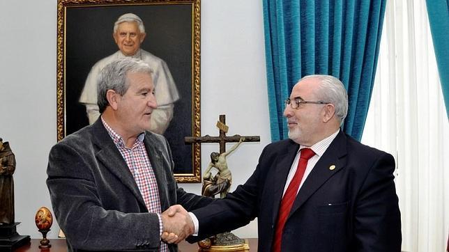 José Luis Mendoza, a la derecha, presidente del UCAM