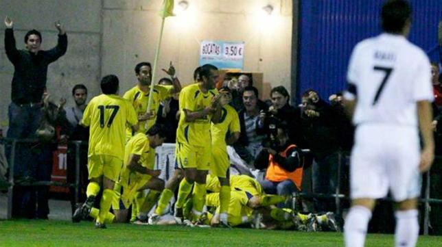 El 27 de octubre de 2009 goleó el Alcorcón 4-0 al Real Madrid en la Copa del Rey.
