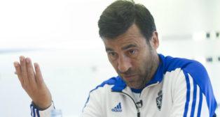 Raúl Agné, entrenador del Zaragoza, está en la cuerda floja.