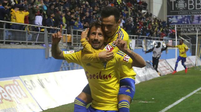 Aitor y Álvaro García celebran el gol del primero