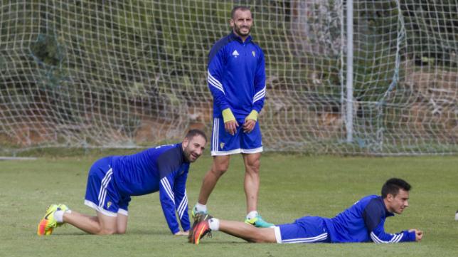 Álvaro, junto a Servando y Juanjo en un entrenamiento.