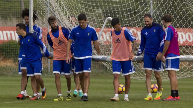Garrido y José Mari formarán en el doble pivote en Valencia, mientras que Álvaro y Nico apuntan a las bandas.