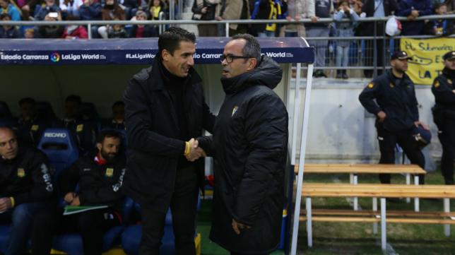 Velázquez y Cervera se saludan.