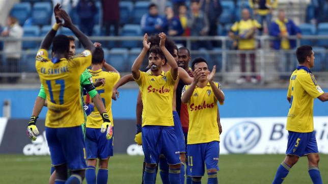 Los jugadores del Cádiz CF agradecen el apoyo de su aficón.