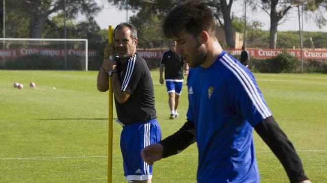 Álvaro Cervera contó con canteranos en los entrenamientos de pretemporada.