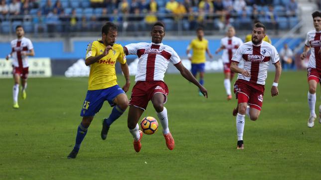 Aitor en el partido de ida entre el Cádiz CF y el Huesca