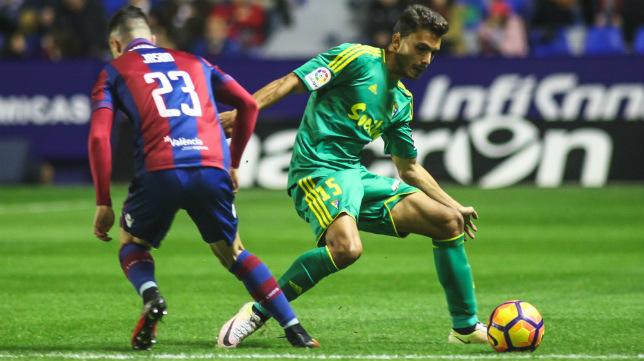 Luis Ruiz, uno de los baluartes de la defensa que lleva tres partidos invicta.