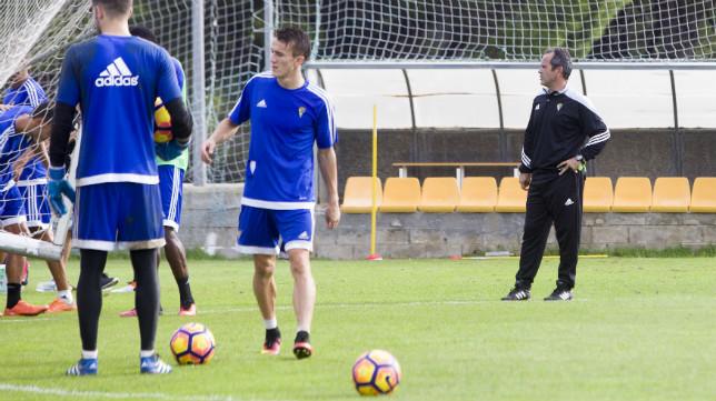 Álvaro Cervera no podrá contar con Abdullah en Valencia este sábado.