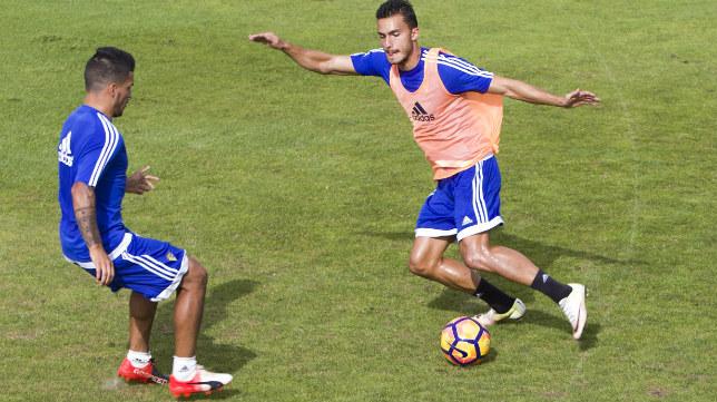 Luis Ruiz encara a un compañero durante un entrenamiento.