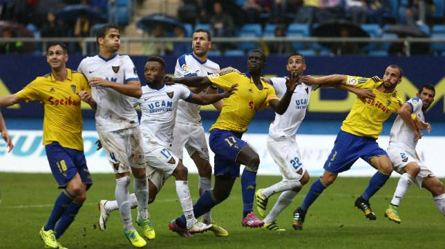 El Cádiz CF tiene dos partidos en Carranza y uno fuera este mes de diciembre.