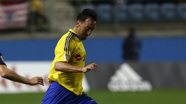 Migue González en un partido con el Cádiz CF esta temporada
