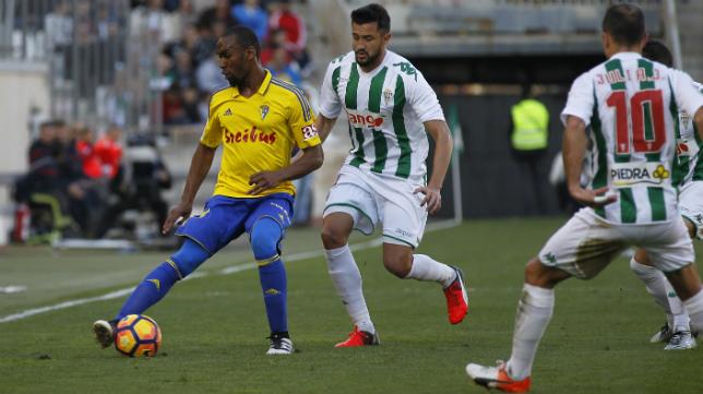 Abdullah formó en el triple pivote con Garrido y Eddy Silvestre en Córdoba