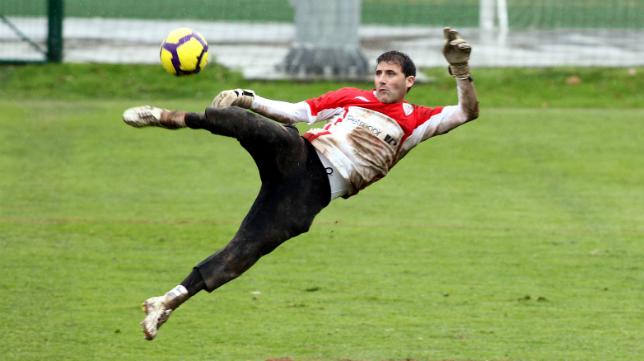 Armando colgó los guantes en el Athletic.