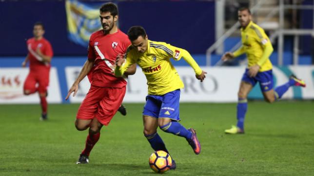 Álvaro García en el partido de ida ante el Sevilla Atlético
