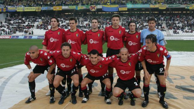 Partido Córdoba-Cádiz de la temporada 2004-05, con más de un millar de cadistas en la grada del Arcángel.