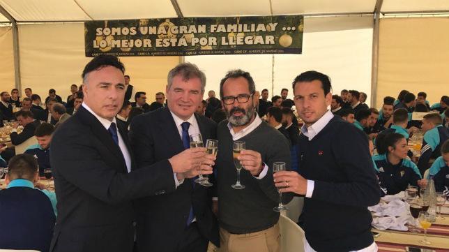 Quique Pina, Manuel Vizcaíno, Álvaro Cervera y Sergio Mantecón brindan por el nuevo año.